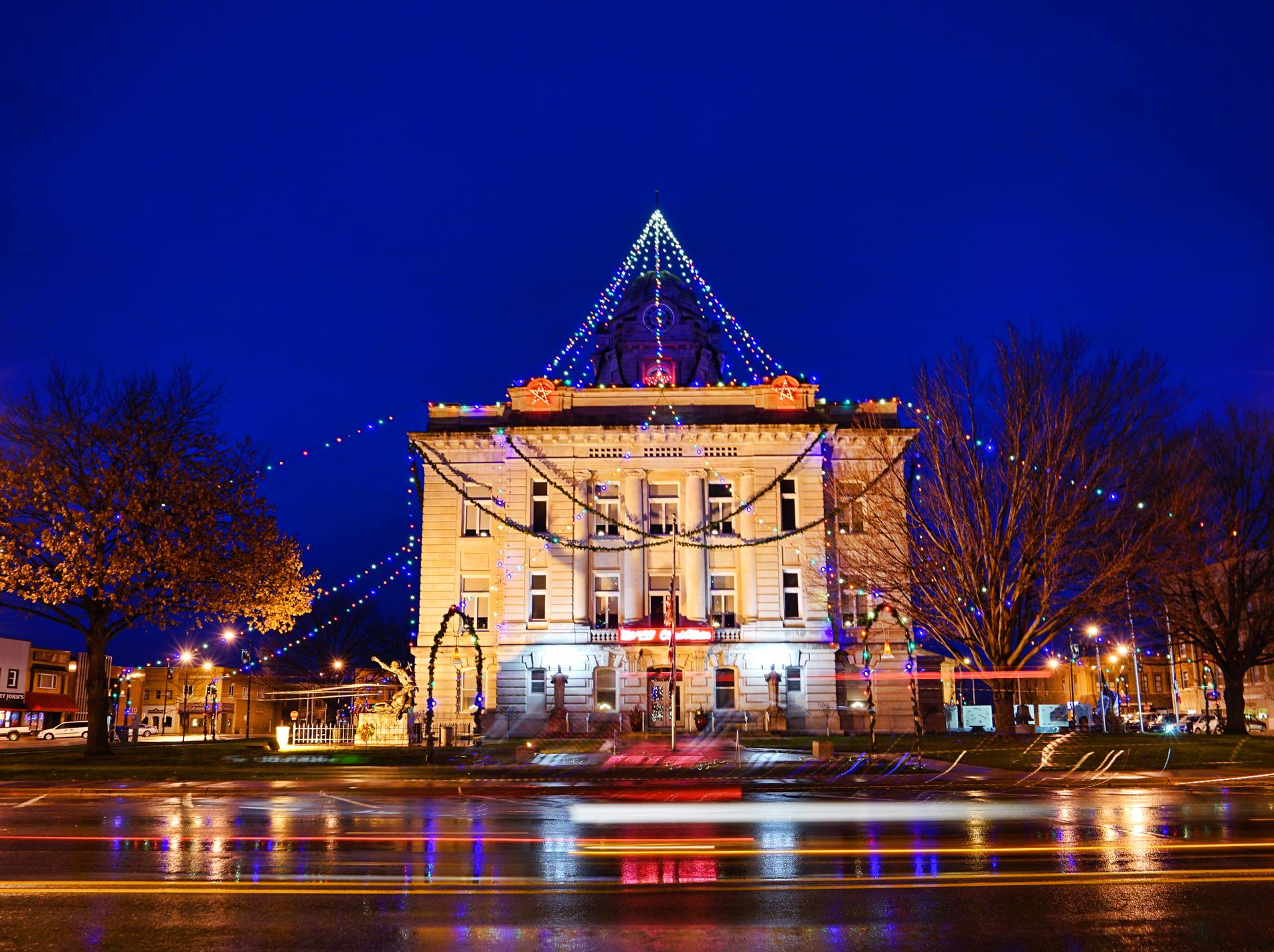 Chamber Lighted Holiday Parade and Courthouse Lighting